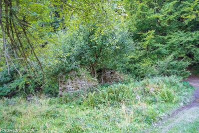 Pozostałości po sąsiednim budynku