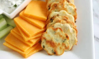 KETO SOUR CREAM AND CHIVE CRACKERS