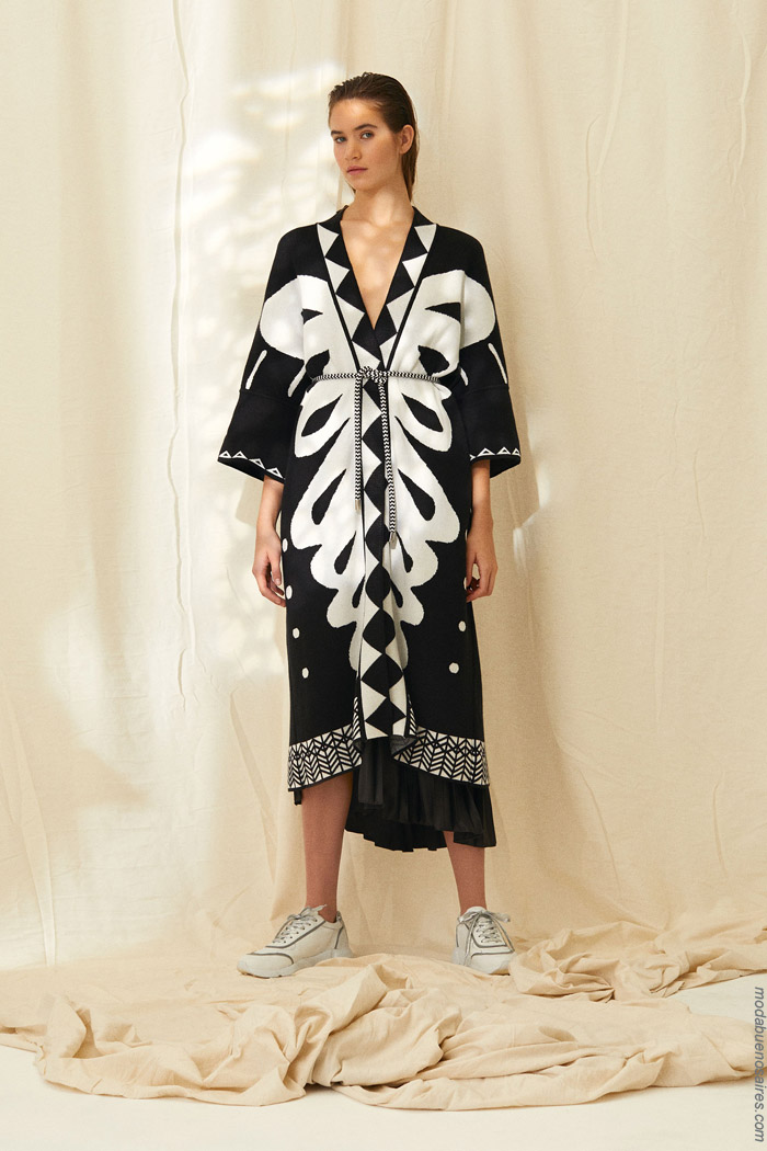 Vestidos primavera verano 2020 tipo bata o cruzados estilo kimono. Moda 2020 mujer.