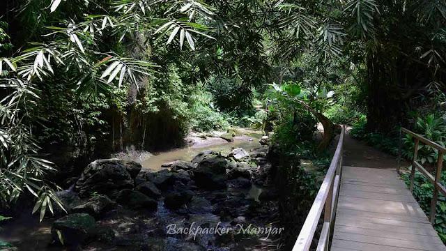 Jalan menuju Air Terjun Tibumana Bali