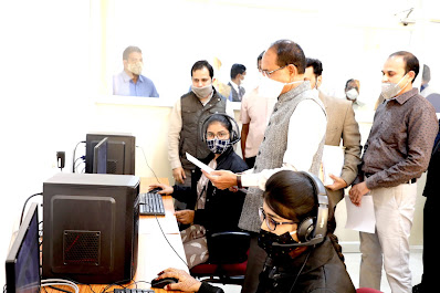 Chief-Minister-Shivraj-Singh-Chouhan-saw-the-functioning-of-the-call-center