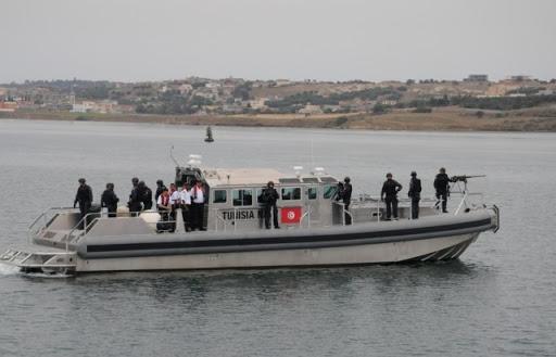المهدية : جيش البحر ينقذ 11 شخصاً من الغرق