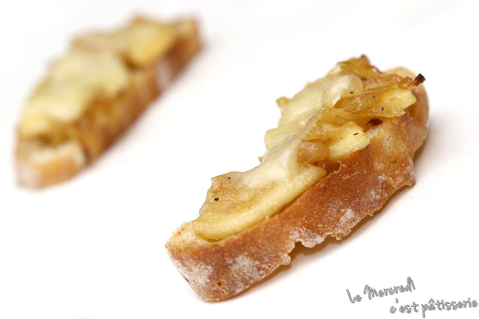 Tartines apéritives oignon et pomme