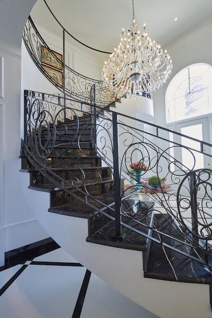 escada-luxuosa-classica