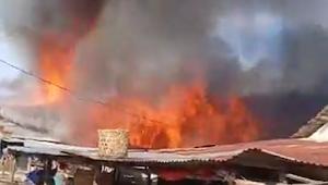Kebakaran Hebat Hanguskan Rumah di Belawan, Puluhan Kepala Keluarga Kehilangan Tempat Tinggal