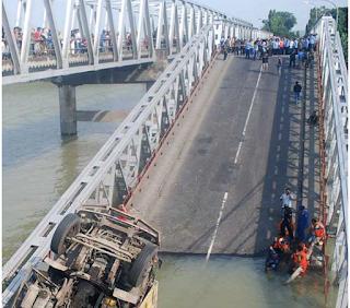 jembatan ambruk tuban