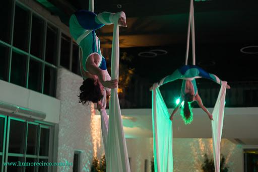 Performance Tecido Acrobático abertura do evento Servier do Brasil, Costa Brava Clube, RJ.