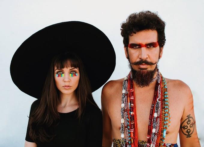 Mistura entre rock, pagode e axé caracterizam álbum de estreia do duo Bayo