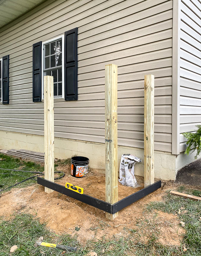 Adding horizontal boards to trash can screen