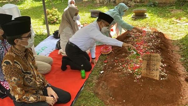 Bupati Anas Ziarah ke Makam Syekh Ali Jaber