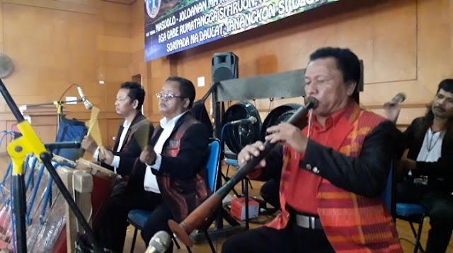 Gondang Bolon  di Pesta Partangiangan Pinompar Silalahi Sondi Raja Boru Bere Ibebere Se-Bandung Raya sedang Maminta Tua Ni Gondang, Minggu (30/6/2019