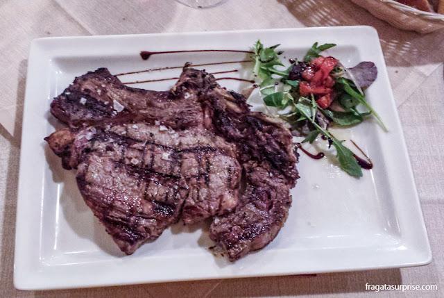 Bisteca à Florentina servida no restaurante  Il Portale, em Florença