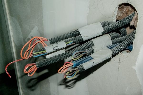 cavi elettrici-schiuma poliuretanica-impianti