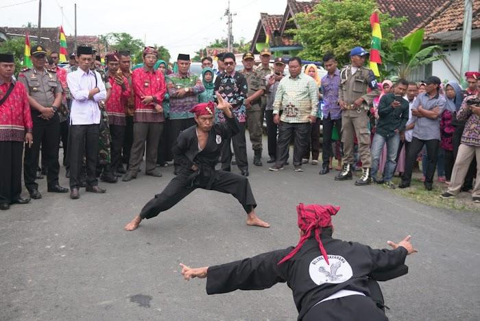 Musrenbang di Kalianda Plt. Bupati Lampung Selatan Disambut Seni Pencak Silat Helang Bukekhang.