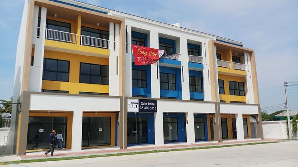 ขาย / เช่า HOME OFFICE โฮมออฟฟิศ 3.5 ชั้น โครงการ Trio พุทธมณฑลสาย 4  จ.สมุทรสาคร อ.กระทุ่มแบน