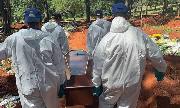Maior cemitério de SP tem escalada de enterros das vítimas por coronavírus
