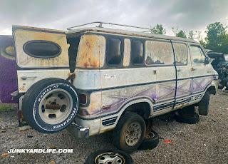 Each LRP custom van was hand-painted by airbrush.