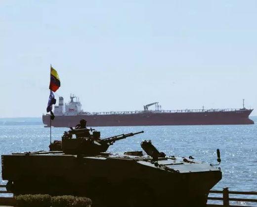 ¿Dónde está Maduro? Padrino López presidió desfile de la Armada