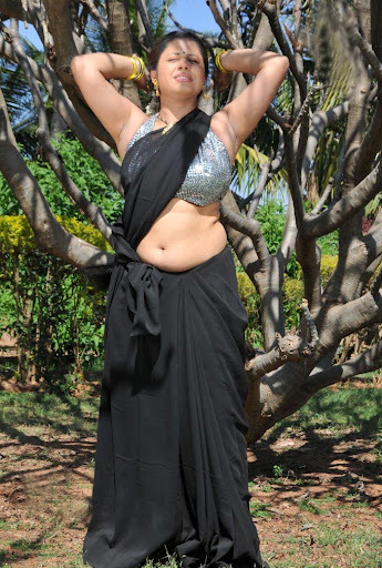 Hot in Saree Pics 2016 Sunakhsi in black Saree Hot Sexy Pics