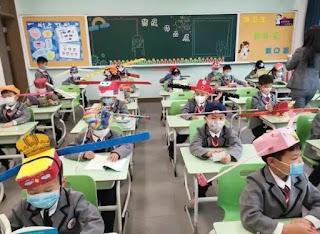 Topi Dinasti Song digunakan untuk Praktek Social Distancing