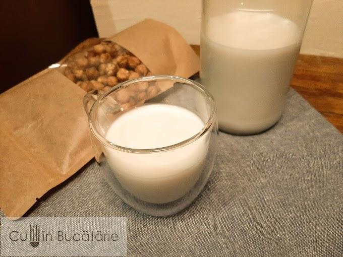 Lapte de alune de padure