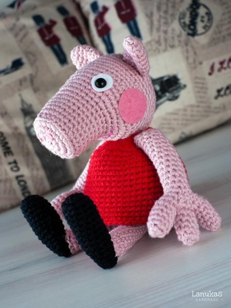 Esta Peppa Pig est realizada con algodn acrlico Cotocril de Ofil  y la tej doblando el hilo por lo que me sali una cerdita bastante