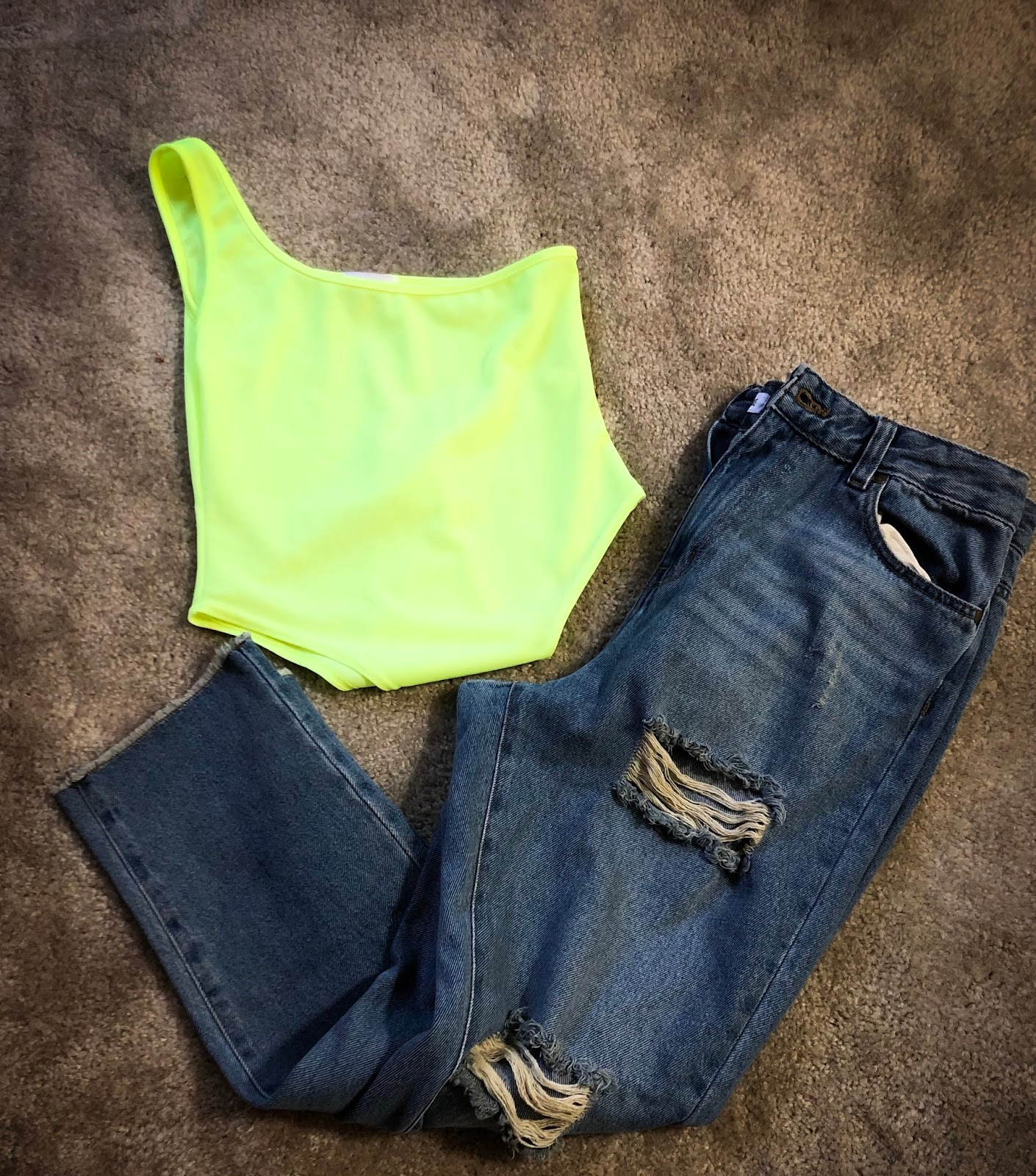 Femm luxe, luxe gal, summer trends, fall trends, neon green trend, mom jeans