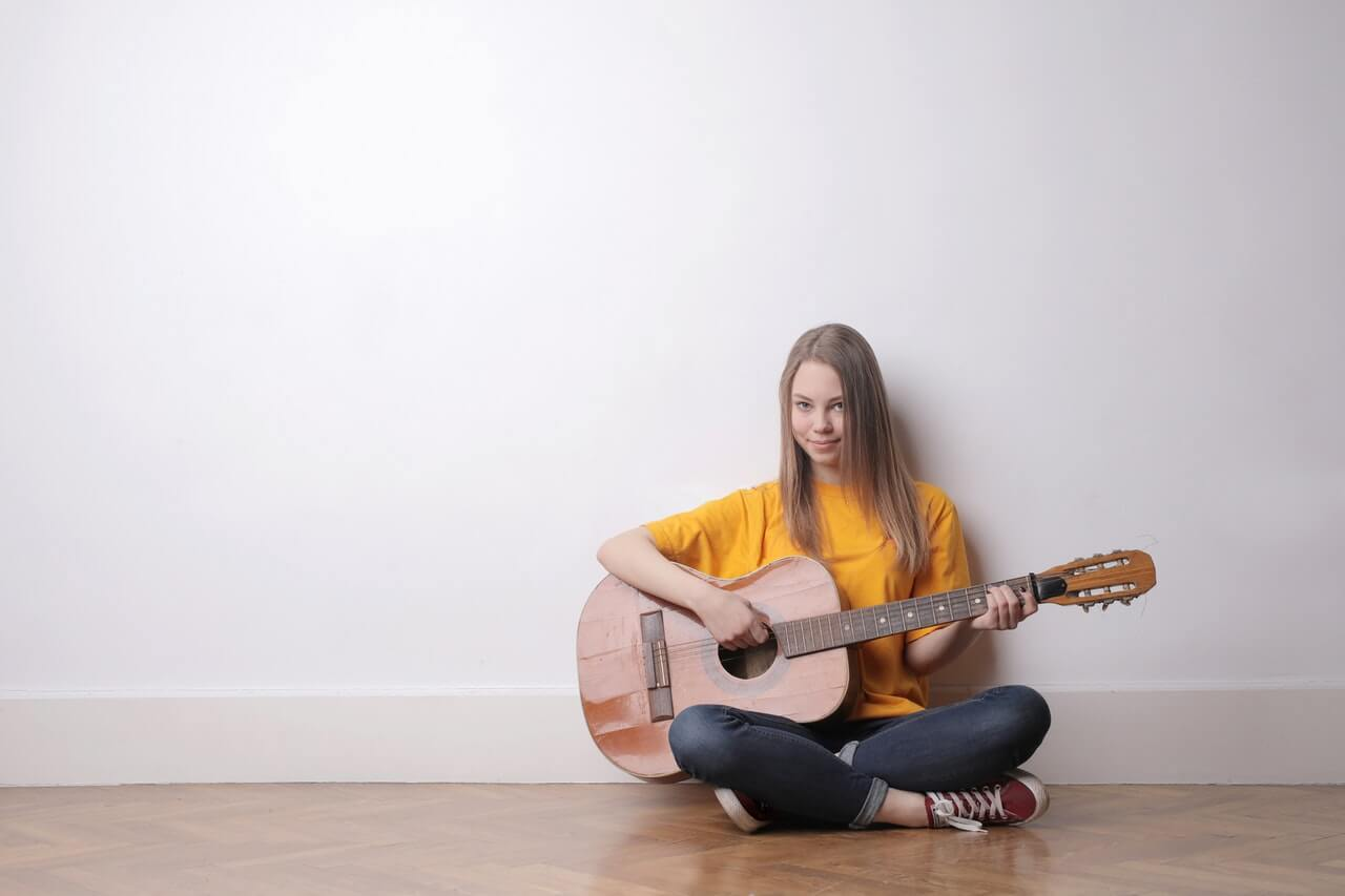 girl-playing-a-guitar