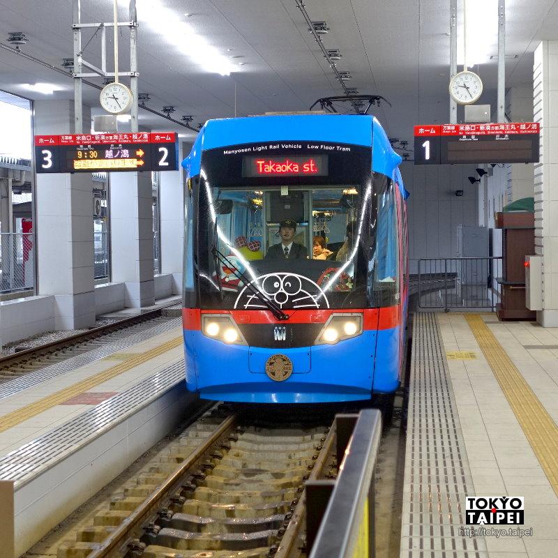 【萬葉線哆啦A夢電車】從任意門上車 搭上滿載哆啦A夢的未來電車
