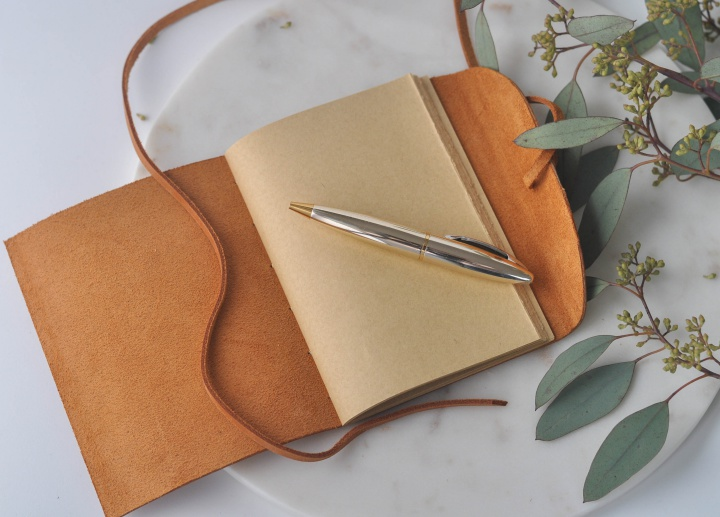 DIY Leather Notebook, would make a great travel diary, too!