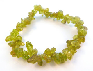 http://www.kcavintagegems.uk/peridot-green-gemstone-chip-bracelet-5775-p.asp