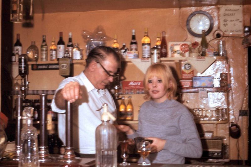 Inside the Crown & Thistle, Buckinghamshire in the Late 1960s Through Intimate Vintage Photos