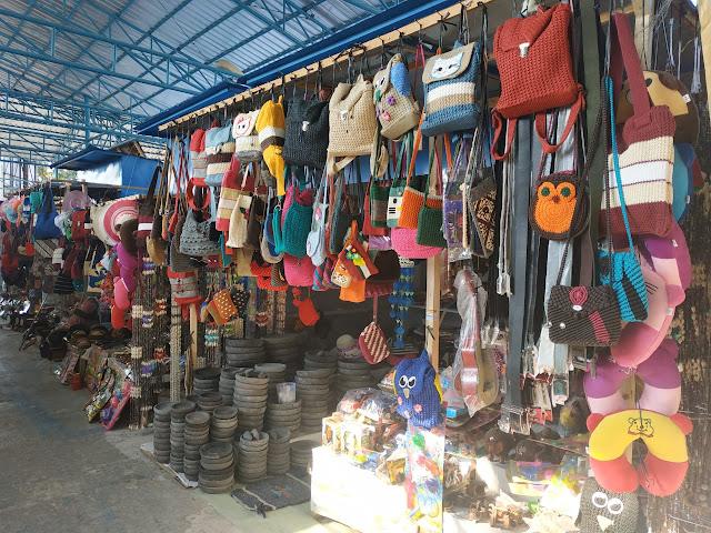 jangan lupa mampir di pasar sovenir goa jatijajar kebumen