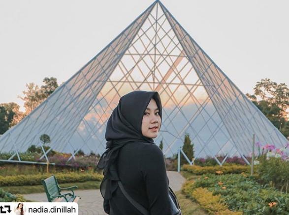 spot foto Pyramida semarang