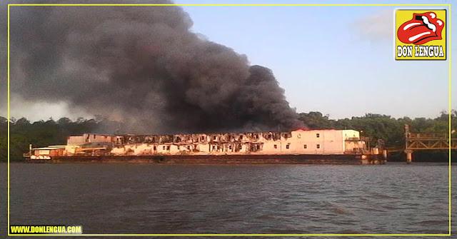 Petrowarao se quema desde la madrugada en Delta Amacuro