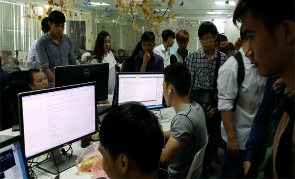 Sinh viên khoa CNTT trường Đại Học Đông Đô thăm quan thực tế websosanh