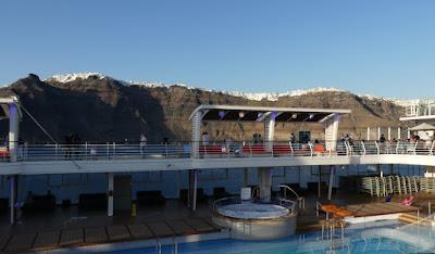 Santorin vom Schiff aus