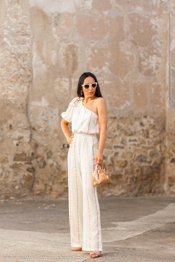 streetstyle Blogger influencer de Valencia con ideas de outfit con estilo con mono y