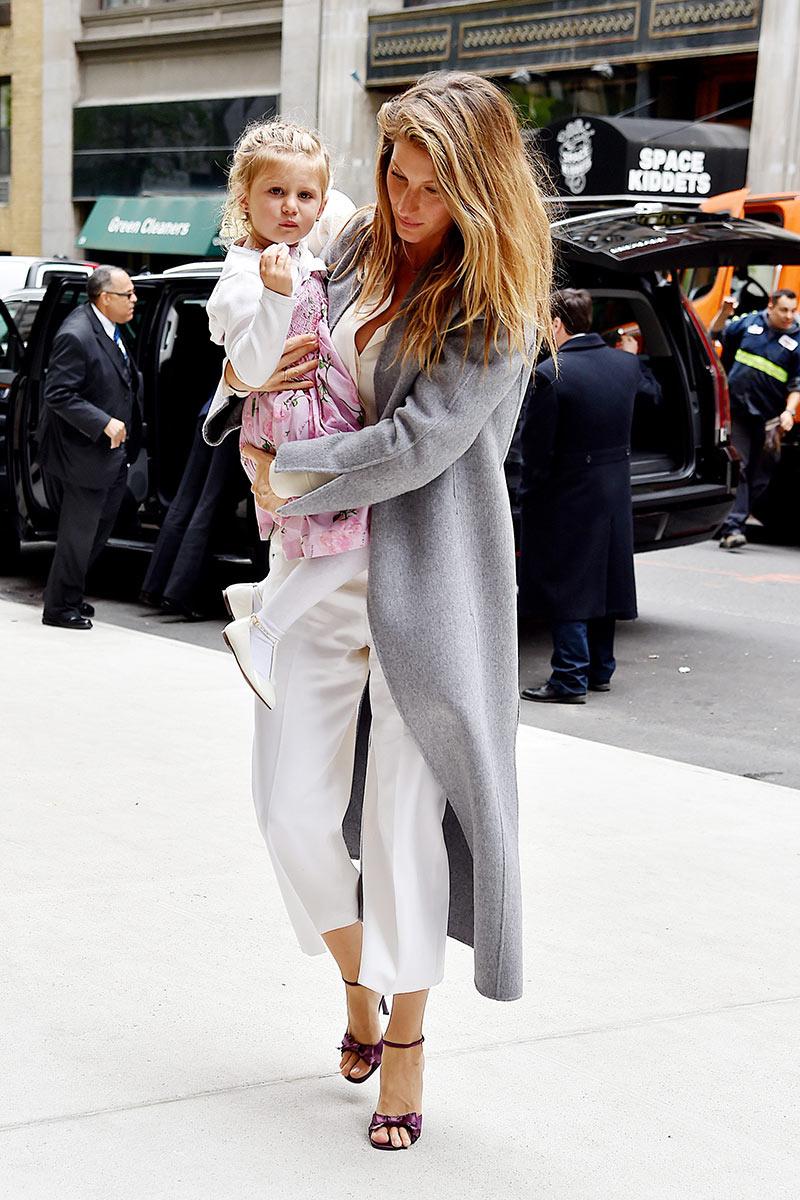 Gisele Bundchen Street Style {Cool Chic Style Fashion}