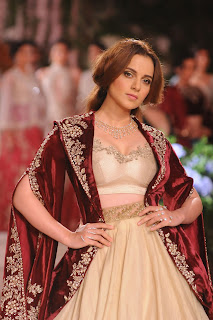 Kangana Ranaut astounds in Anju Modi & RK Jewellers South Extension-II