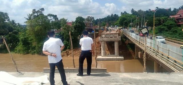 Saat Al Haris Tinjau Pembangunan Jembatan Jalan Nasional di Merangin