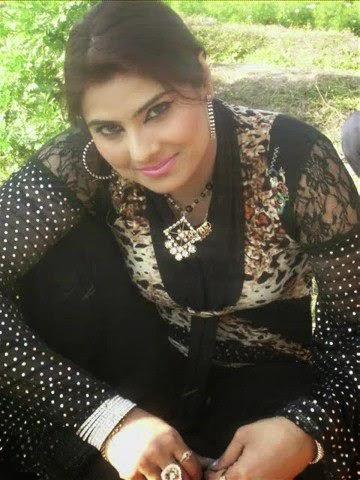 Hot Mujra Payal Chaudhary Wihtout Clothes Mujra Bas Way