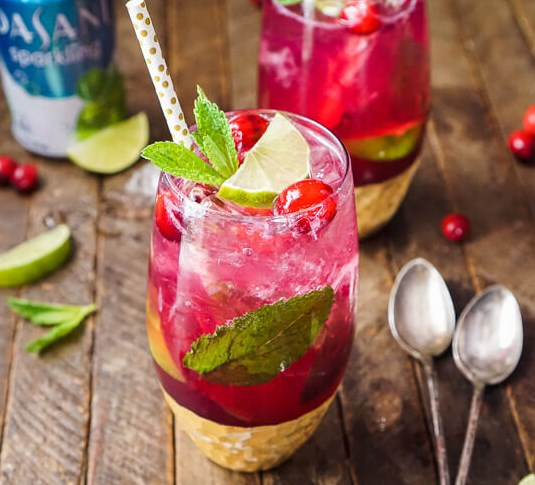 Cranberry Mojito Punch #drinks #holidayparty