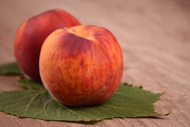 Peach : Health benefits of peaches, nutritional facts and calories per serving.