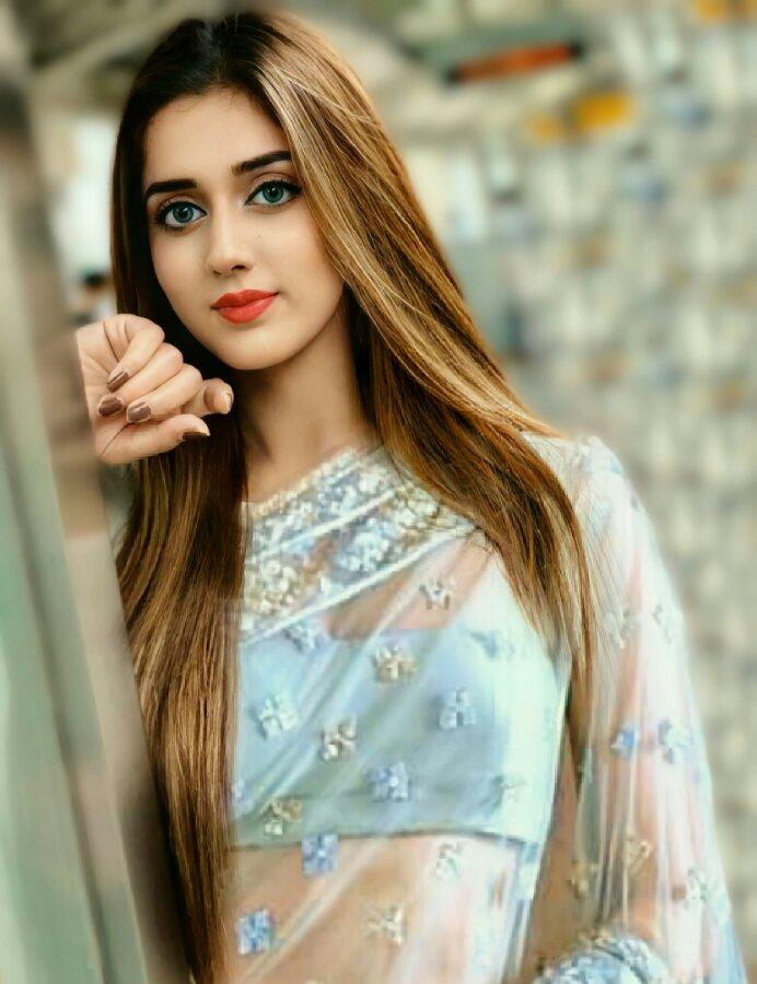 Jannat Mirza hot saree pic