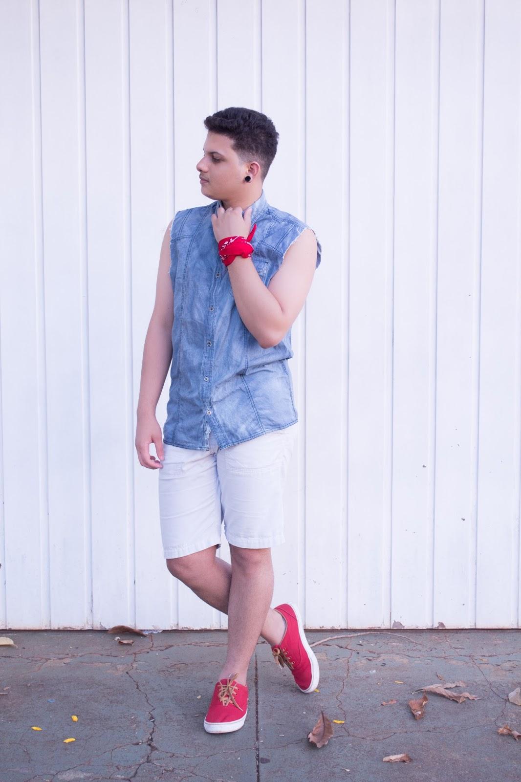 Look Masculino com Bandana Vermelha e Tênis Vermelho