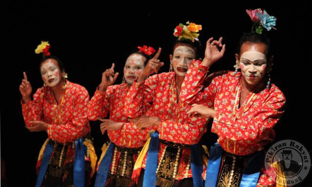 Pesona Wisata Indonesia Tarian Tradisional Cirebon Jawa Barat