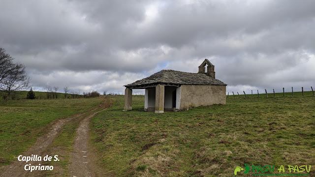 Exterior de la Capilla de San Cipriano, Cangas del Narcea