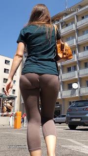Que rico marca calzon esta mujer mallones