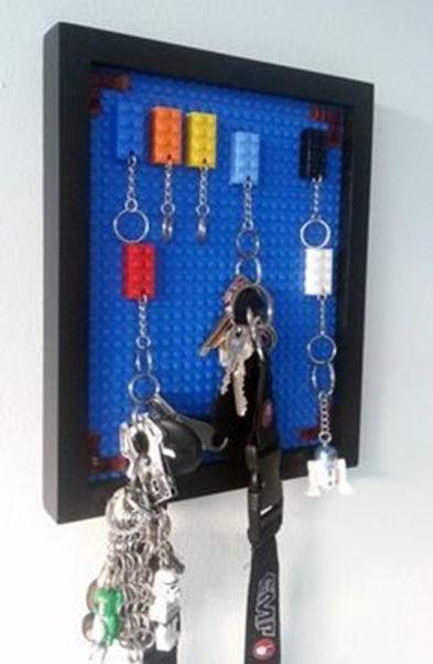Papan gantungan kunci terbuat dari lego